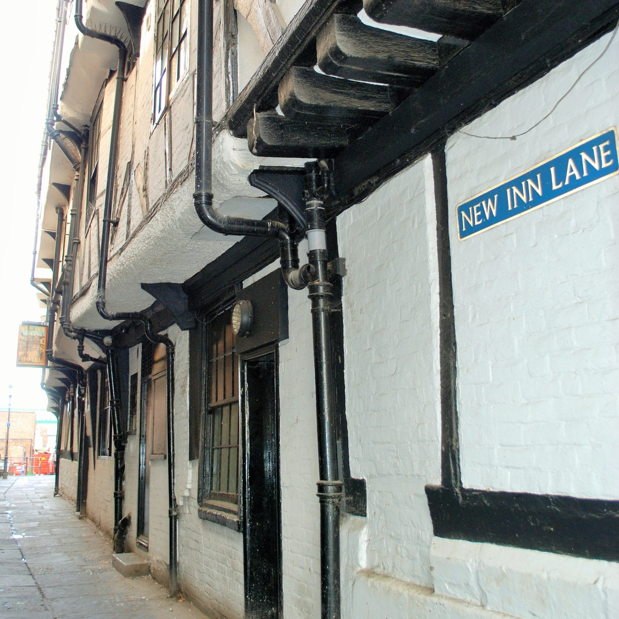 new inn best example of a galleried medieval inn in england built 1450s